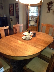 Table en bois et 6 chaises en bois