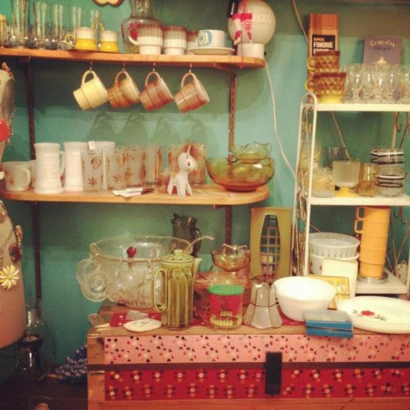 Boutique déco Vintage sur rendez-vous dans le quartier Rosemont. DENTELLE ET FORTRELLE