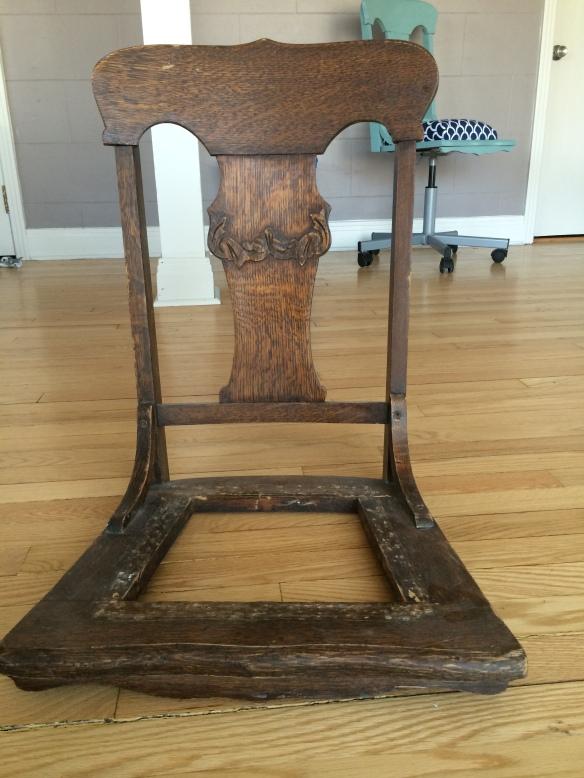 Base de chaise en bois avec les pattes coupées