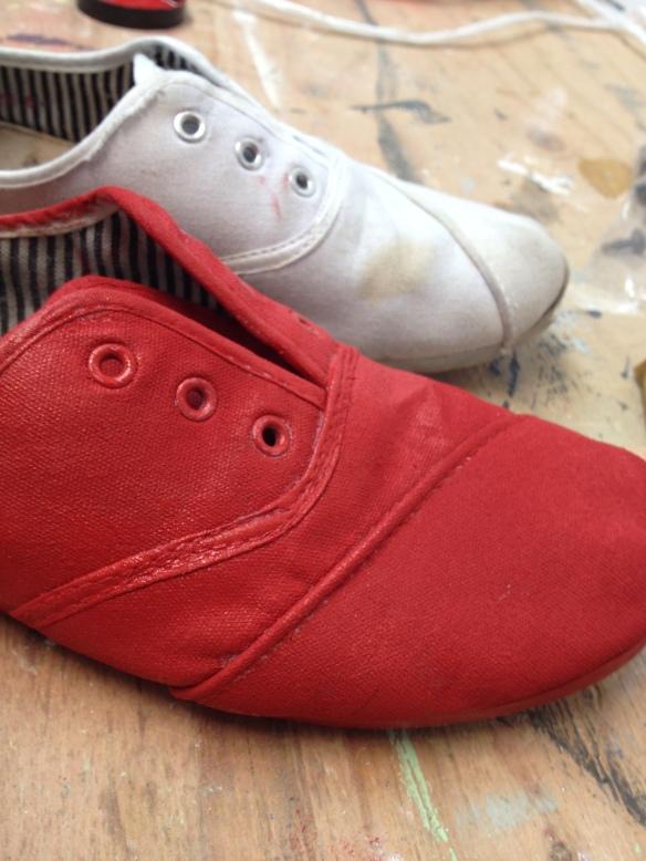 soulier peint rouge