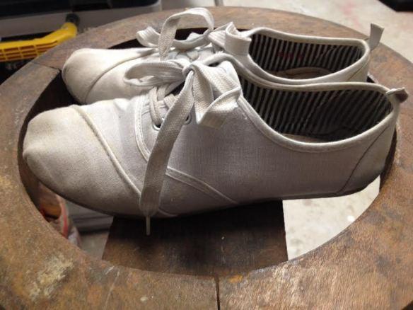 chaussure blanche de coton