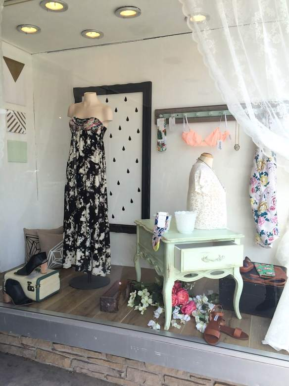 Vitrine Boutique La penderie - Printemps 2015