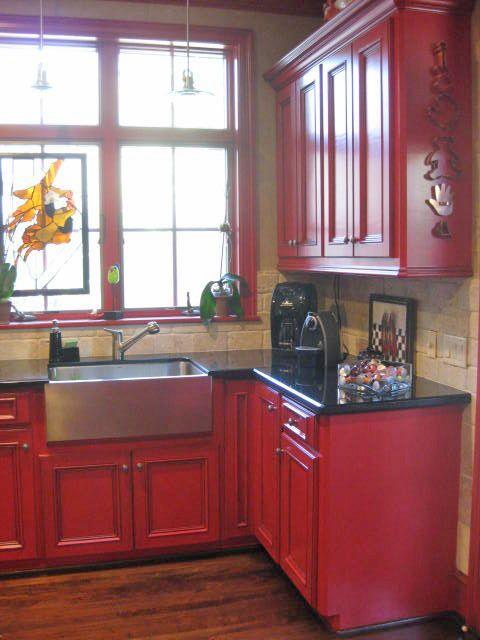 cuisine peinte rouge