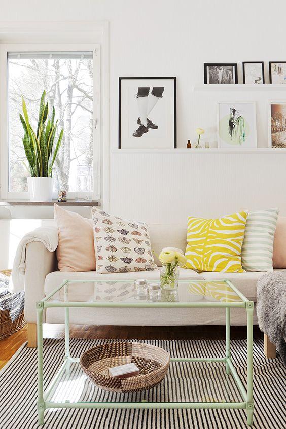 Une jolie touche de vert menthe sur votre table de salon.